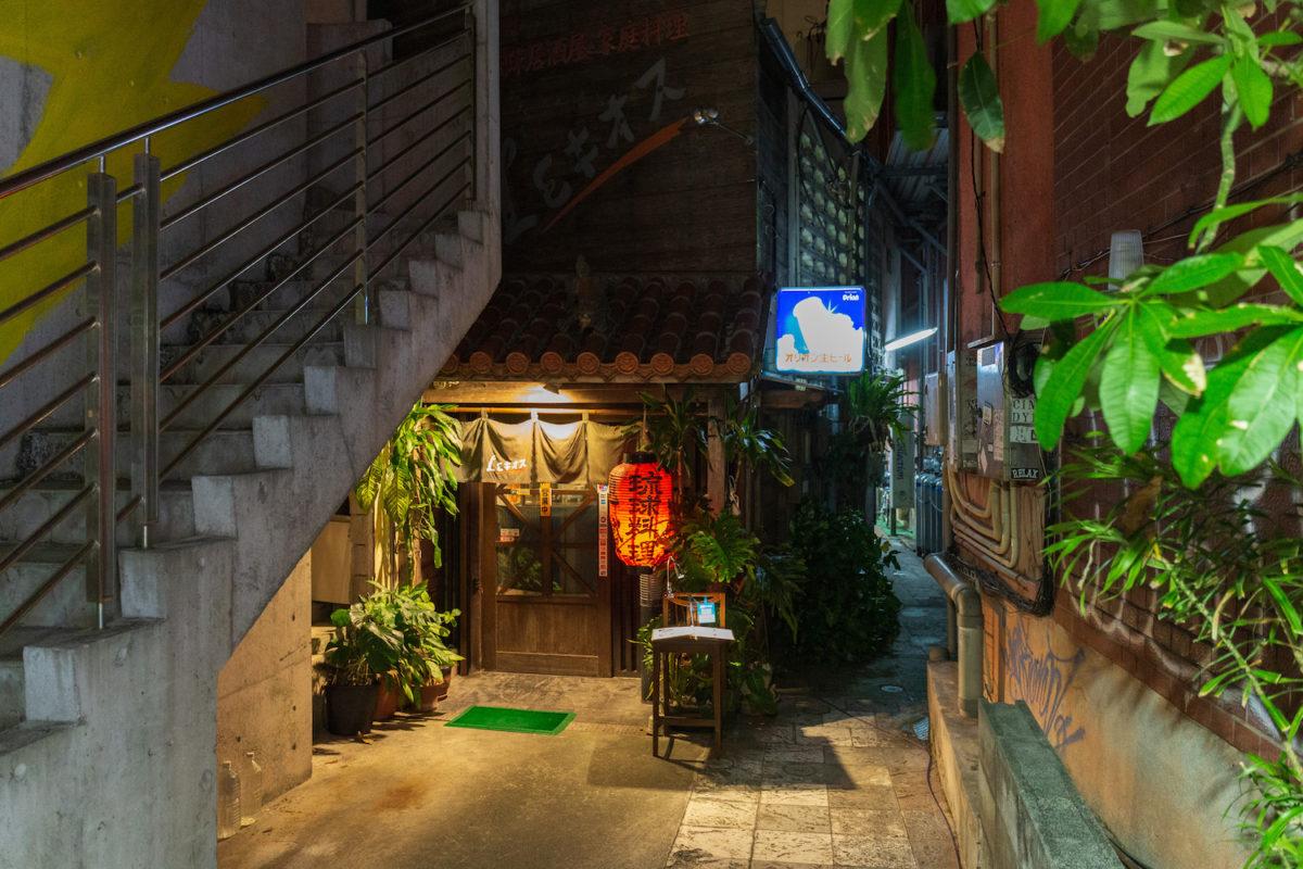 優しい味わいの琉球家庭料理でほっととする、居酒屋「LEキオス」 (那覇市)