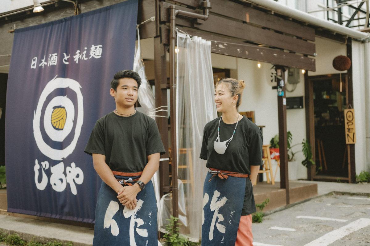 美味しい日本酒と和え麺が味わえる北谷のニュースポット